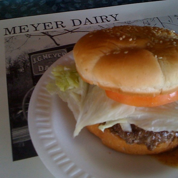 Chili Queso Burger @ Meyer Dairy Store