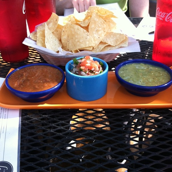 Dips With Salsa: Roja Verde, Pico De Gallo @ The Local Taco - Brentwood