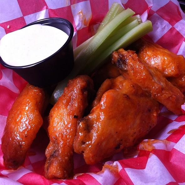 Buffalo Wings - Dick's Last Resort - Nashville, Nashville, TN