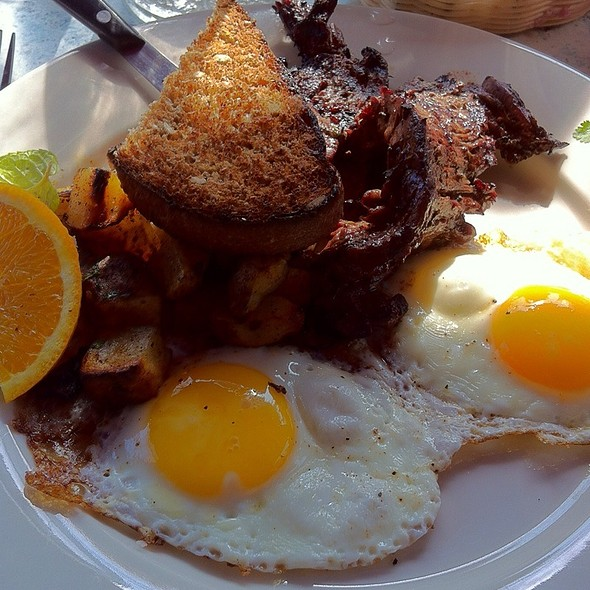 Steak and Eggs @ Dizzy's