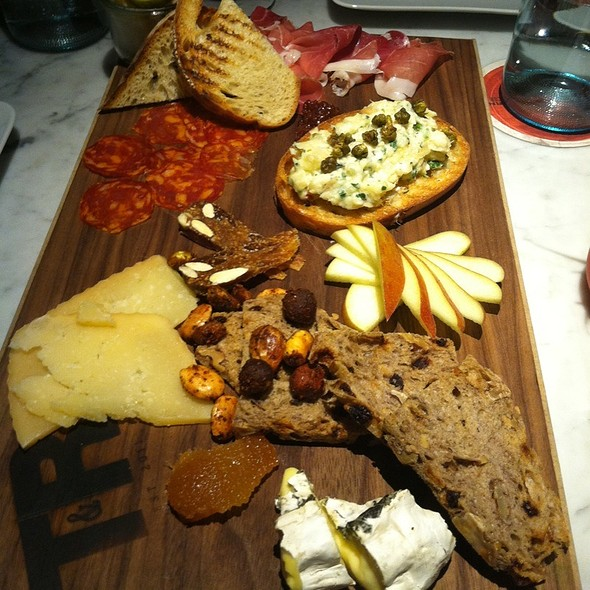 Cheese Plate And Bruschetta @ Tar & Roses