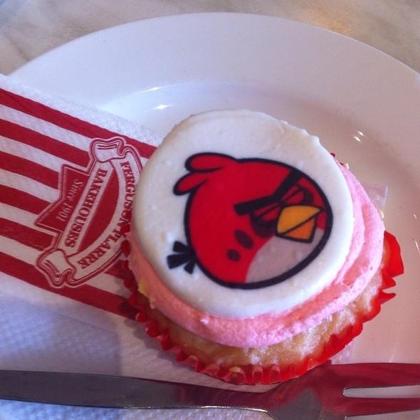Angrybirds Cupcake @ Fergusson Plarre