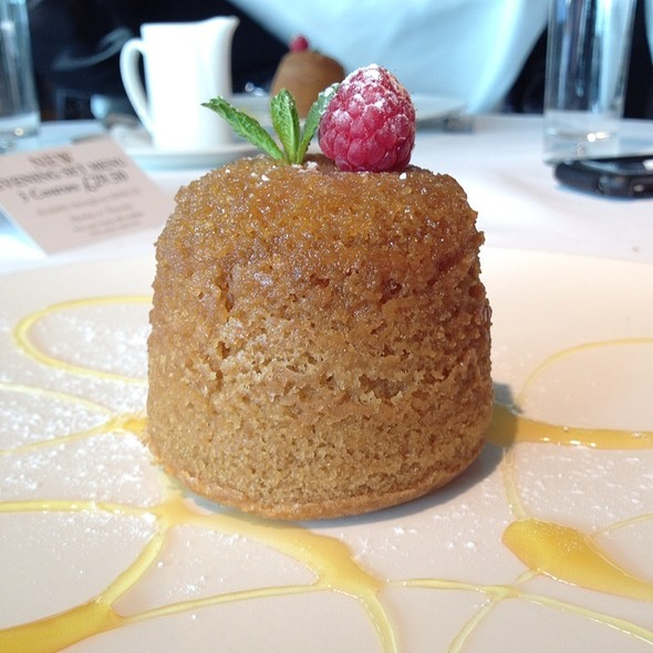 Steamed Sticky Toffee And Syrup Pudding With Custard - Smiths Restaurant Wapping, London