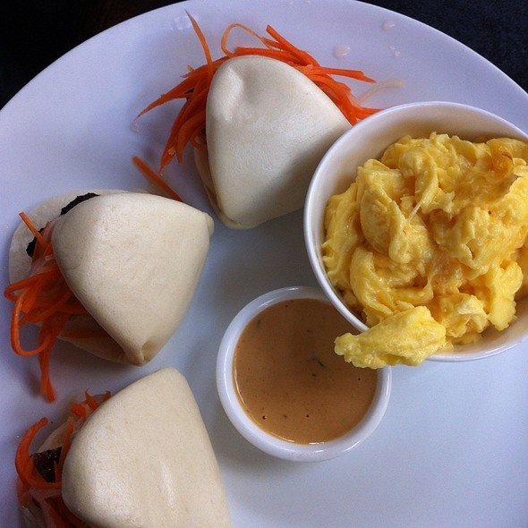 Steamed Buns With Shrimp And Pork, Scrambled Eggs @ No. 7
