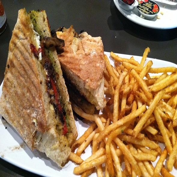 Garden Veggie Sandwich @ Ripe Eatery & Market