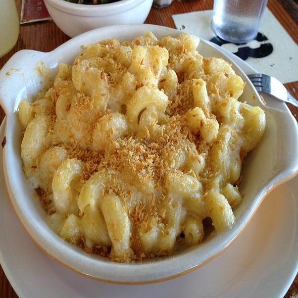 Gilroy Garlic Mac & Cheese @ Homeroom