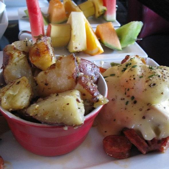 Eggs Benedict Chorizo II @ Restaurant L'Avenue