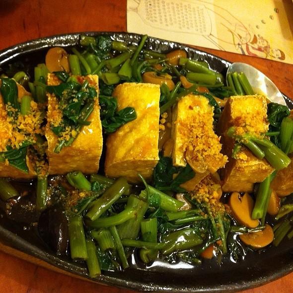 Adobong Kangkong With Stuffed Tofu @ Max's Restaurant