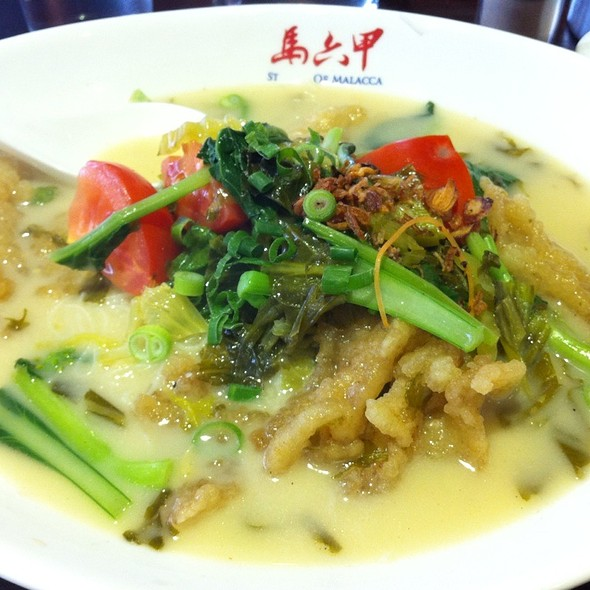 Fried Fish Fillet Vermicelli Soup