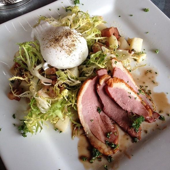 Lyonaise Salad @ Chez Papa Bistrot