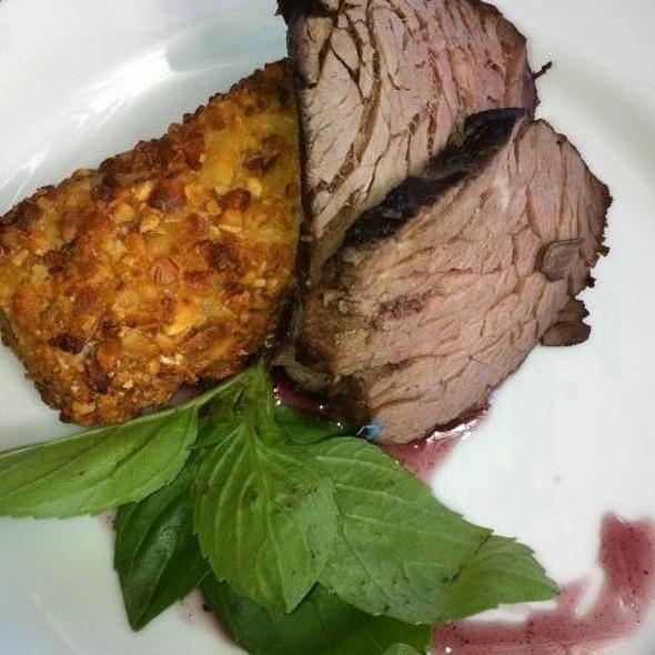 Carne Assada Com Pure De Batata E Crosta De Amendoas