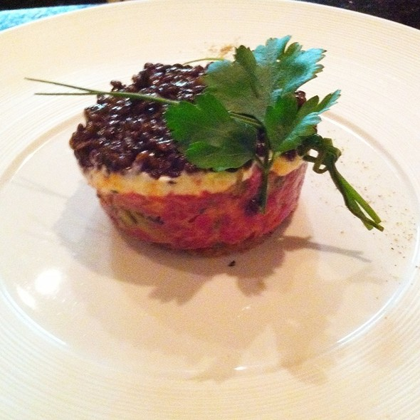 Rinderfilettatar Mit Belugalinsen @ Restaurant Weinstein