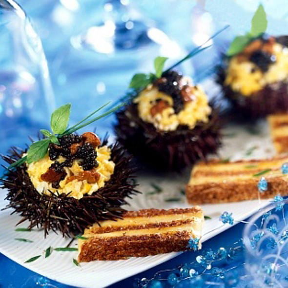 Scrambled eggs with sea-urchin and caviar @ Gourmet Recipe