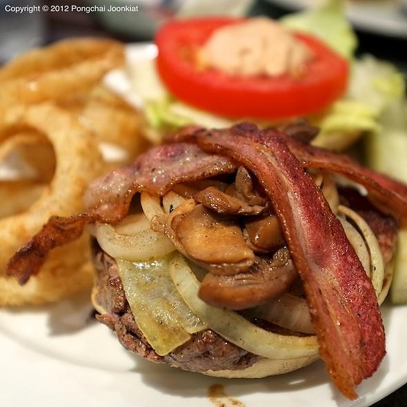 Duke's Burger @ Duke's Express (Emporium)