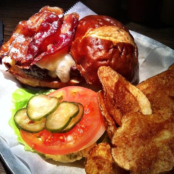 Bacon Cheese Burger @ The Growler Bites & Brews