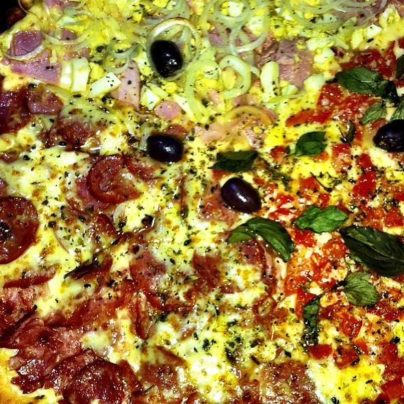 Pizza Mista @ Pizzaria Chico Toicinho