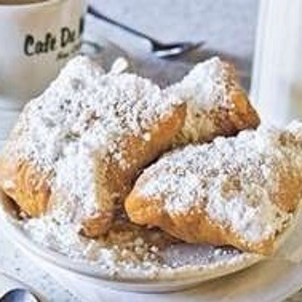 Coffee & Beignets @ Cafe Du Monde Coffee Stand: French Market