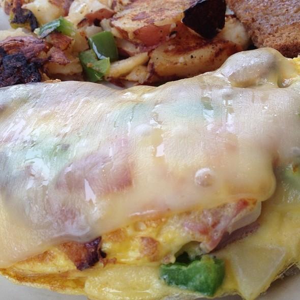 Kielbasa, Tomato, & Muenster Cheese Omelette at Maureen's Kitchen