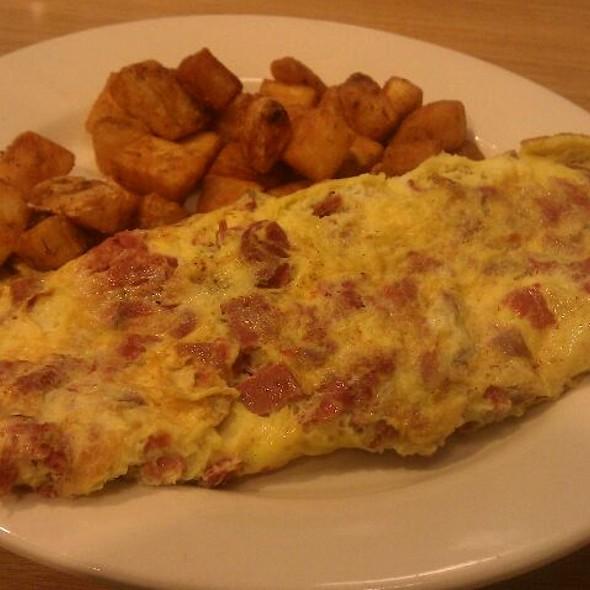 Deli Omelette W/ Pastrami