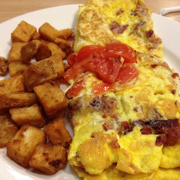 Bacon & Cheese Omlette With Tomatoes