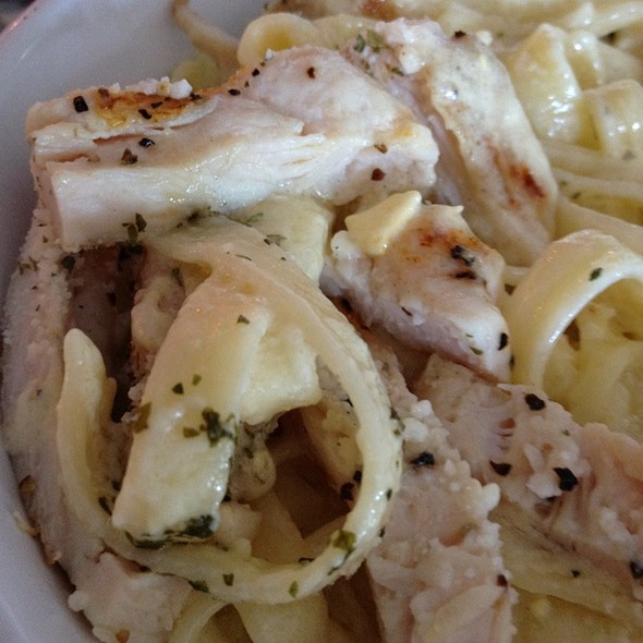 Fettuccini Alfredo With Chicken @ Amore Pizza & Pasta