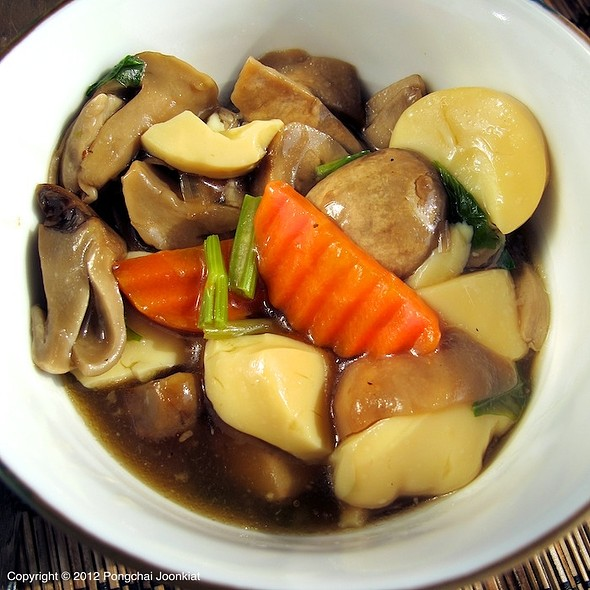 Stir Fried Tofu & Mushroom in Oyster Sauce