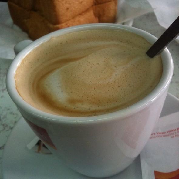 meia de leite @ Pastelaria Ramos Aveiro