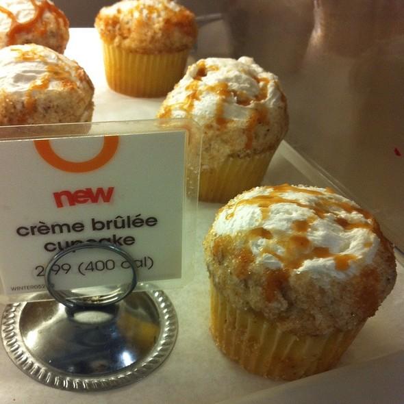 Creme Brulee Cupcake @ Au Bon Pain