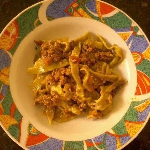 Fettuccini Verde Com Carne De Panela