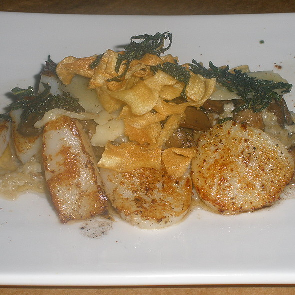 Pan Roasted Sea Scallops @ Wisteria