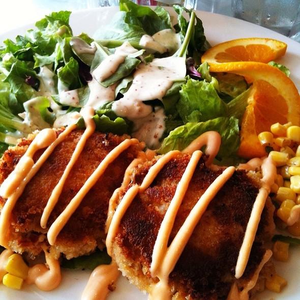 Chuck's Carolina Crab Cakes @ Last Resort Grill