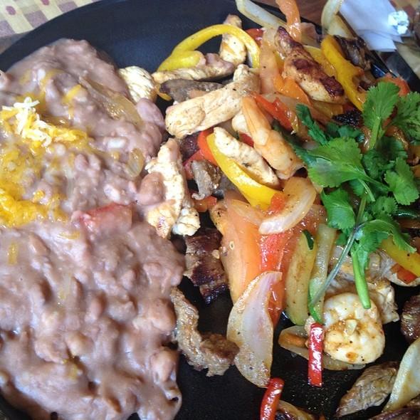 Fajitas - El Cholo Cafe, Pasadena, CA