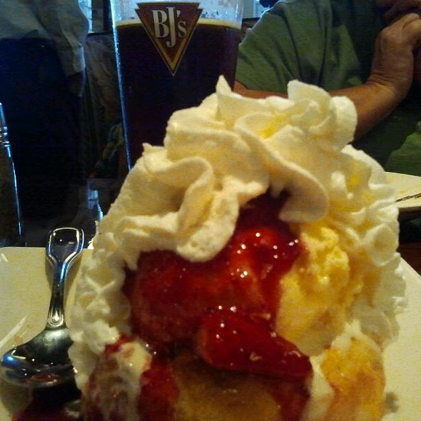 Baked Strawberry Beignet @ BJ's Restaurant & Brewhouse