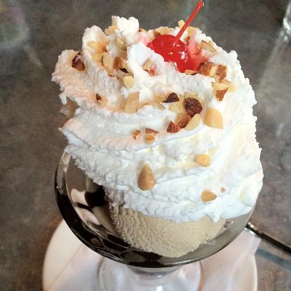 Hot Fudge Sundae @ Cafeteria 15L