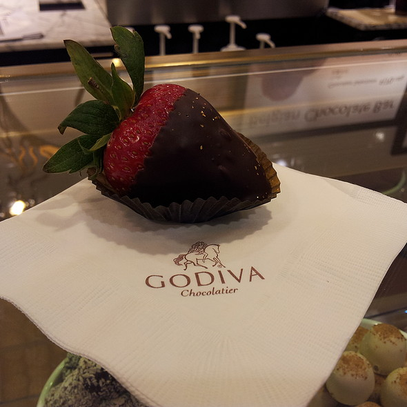 Chocolate Strawberry @ GODIVA Chocolatier