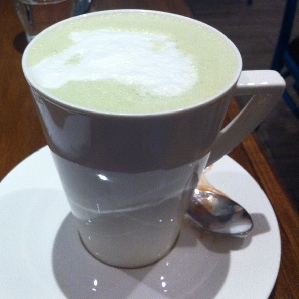 Matcha White Hot Chocolate @ Chococrepe