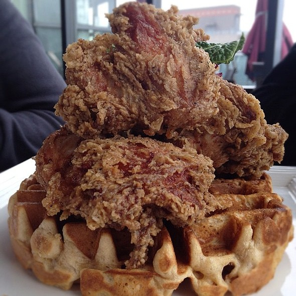 chicken and waffles at the public, shanghai.  #instagram  #restaurant #shanghai #shanghaiist #yummy #ink361 #brunch #chicken #waffles  #dslr #sunday #american #china @ The Public