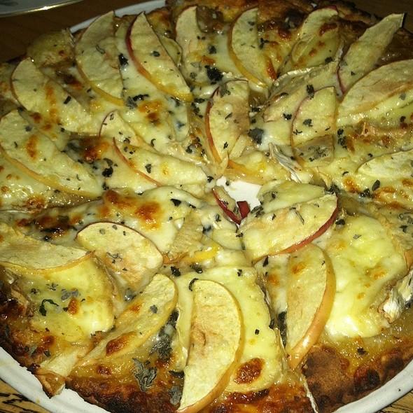 Apple And Brie Flatbread @ Natt Spil