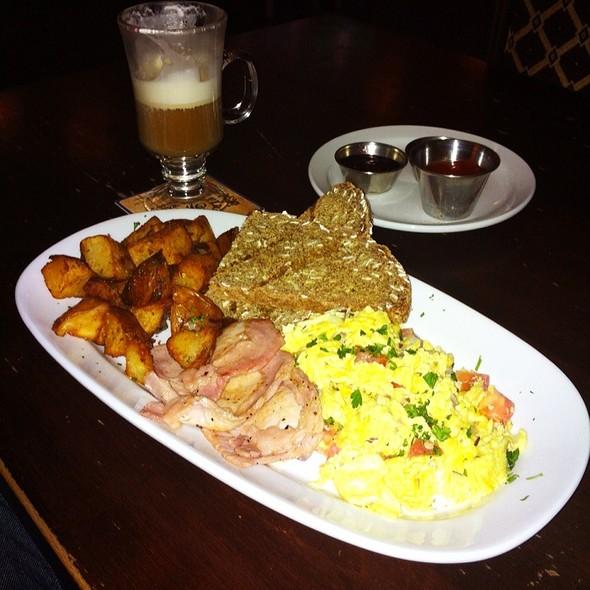 Two Egg Breakfast @ de Vere's Irish Pub