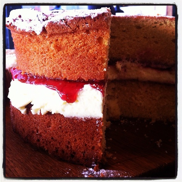 Victoria Sponge @ Tapped And Packed No. 114