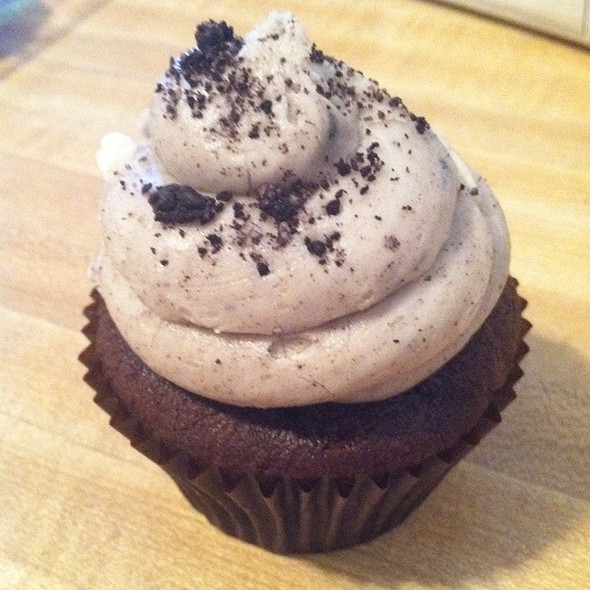 Cookies and Cream Cupcake @ Hello There Cupcake