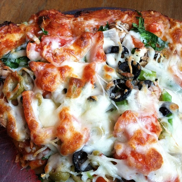 Veggie Pizza @ Ingleside Village Pizza
