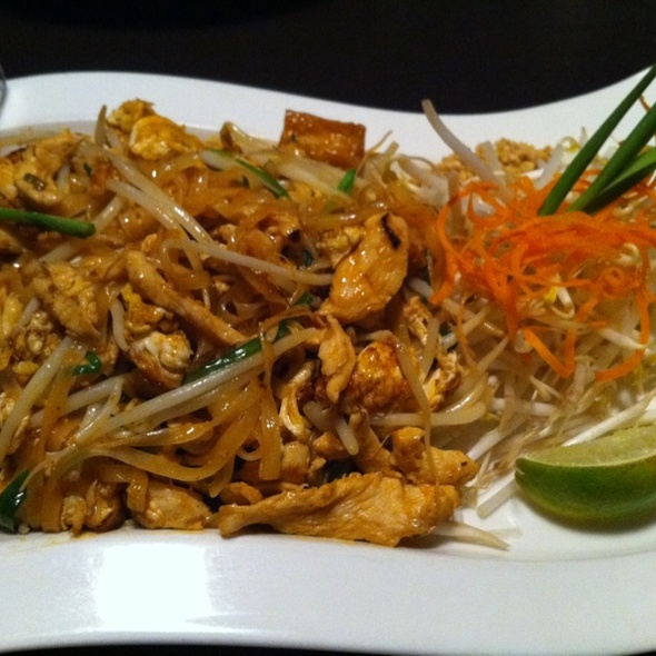 Chicken Pad Thai @ Osha Thai Noodle Cafe