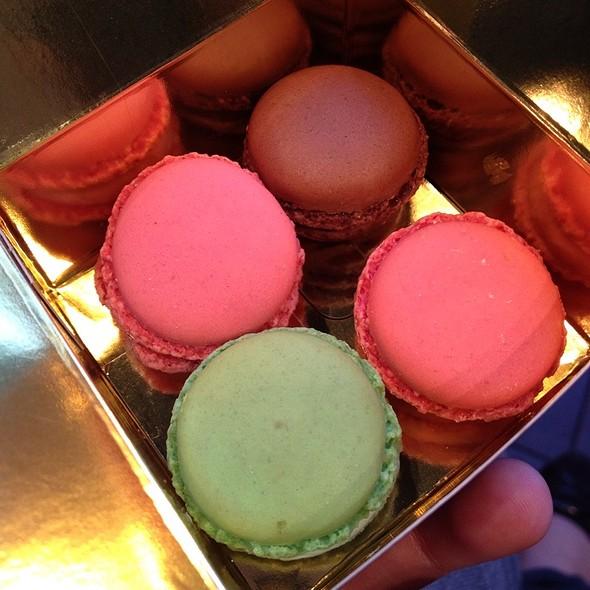 Mini Macarons @ Luxemburgerli