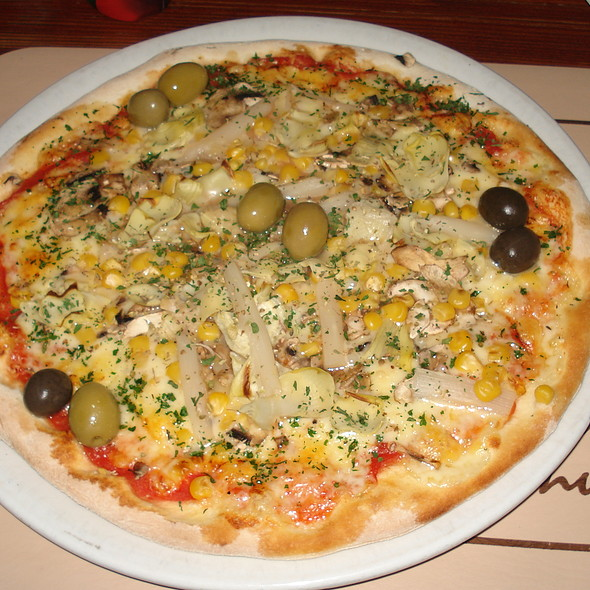 Vegetarian Pizza @ Pizzeria Ivo No.1
