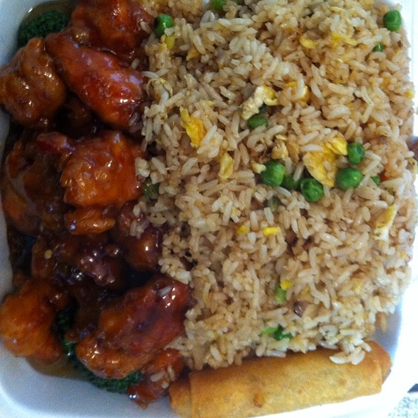 General Tso Chicken Lunch Special