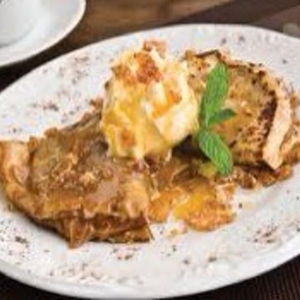 Crepe de Maçã com Sorvete de Canela @ Josephina Café e Restaurante