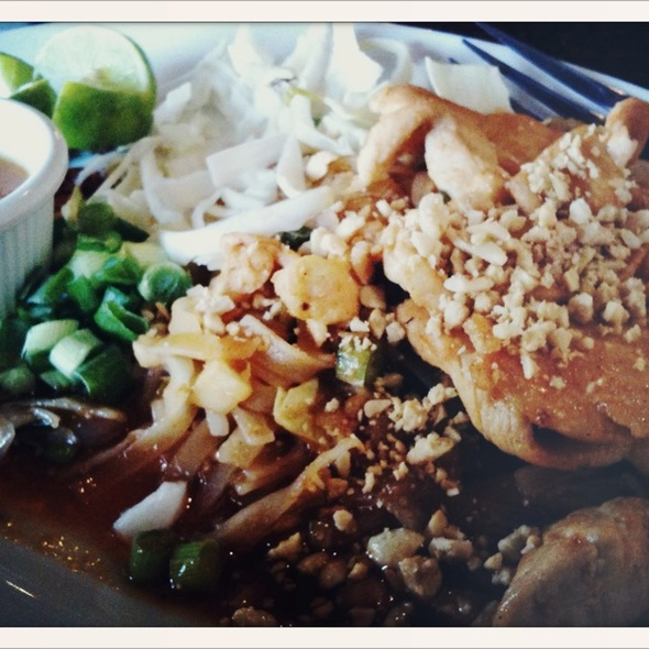 Chicken Pad Thai @ Thai Red Chili's
