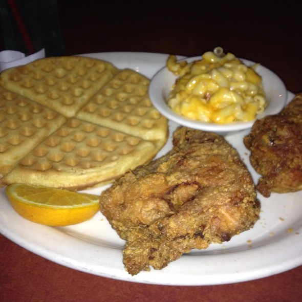Chicken And Waffles/ Side Of Mac @ Gladys Knight and Ron Winan Chicken & Waffles
