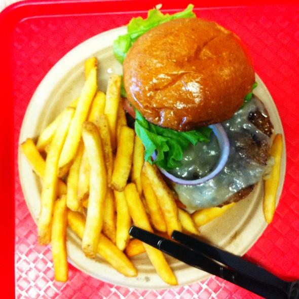 Chipotle Bison Burger @ Bear Mountain Lodge